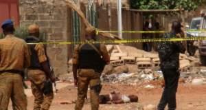 5 soldats tués dans deux explosions et un prêtre enlevé au Burkina Faso