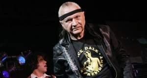 """Californie : dernière vague pour Dick Dale, le """"roi de la guitare surf"""""""