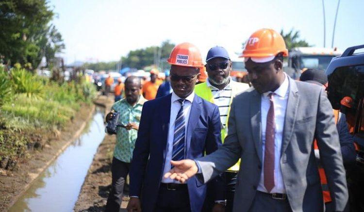 Les ministres Arnauld Calixte Engandji Alandji et Tony Ondo Mba 1 777x437 - Gabon : Le gouvernement annonce le lancement des travaux de sécurisation, de protection et d'assainissement