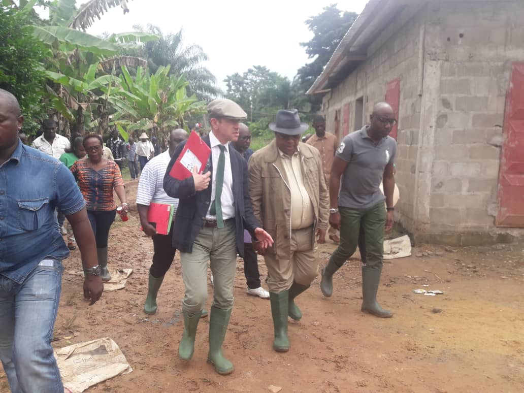 Gabon/Développement agricole : Visite du 1er Ministre Julien NKOGHE BEKALE dans une parcelle d'expérimentation de variété de riz