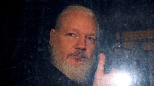 Qu'est-il reproché au fondateur de Wikileaks Julian Assange ?