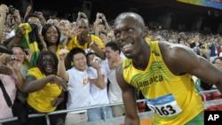 Usain Bolt souriant après avoir remporté le 100 mètres aux jeux Olympiques de Beijing, Chine, le 16 aout 2008