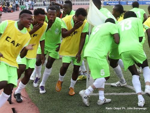 Des joueurs du DCMP célèbrent la victoire au stade des Martyrs à Kinshasa. Radio Okapi/ Ph. John Bompengo