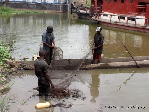 RDC la marine ougandaise arrete 15 pecheurs congolais - RDC : la marine ougandaise arrête 15 pêcheurs congolais