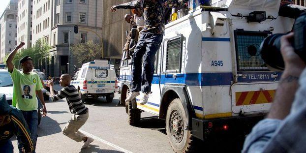 Afrique du Sud: Des policiers attaqués par des vendeurs de rue