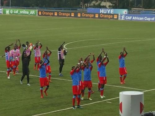 Les Léopards saluent leurs supporters après la victoire face à l'Ethiopie (3-0) lors de leur premier match du Chan 2016 le 17 janvier 2016. Photo Caniche Mukongo.