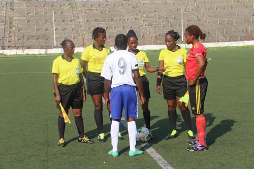 Les arbitres -féminins lors du coup d'envoi de la 11ème édition de la coupe du Congo de football féminin à Kinshasa, le 26/05/2019. Radio Okapi/Photo John Bompengo