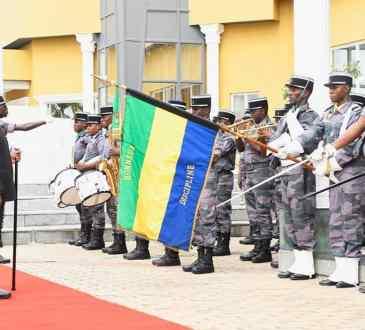 Ministère de la défense : Les forces de l'ordre célèbrent l'indépendance.