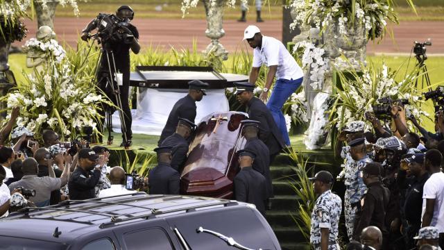 Cote d'Ivoire enquete et interpellations apres l'ouverture du cercueil de - Côte d'Ivoire: enquête et interpellations après l'ouverture du cercueil de DJ Arafat