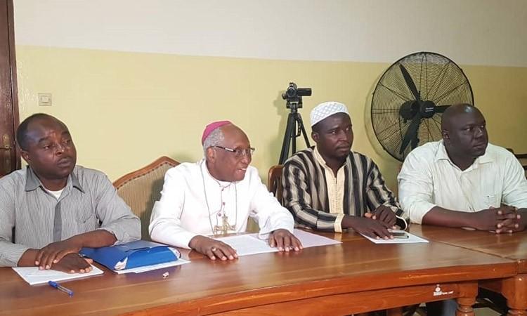 Présidentielle au Togo: des opposants demandent la «suspension» du processus électoral