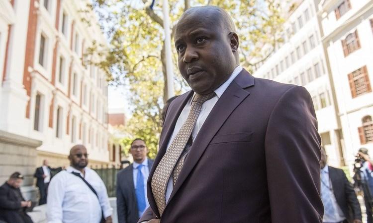 Un ex-ministre sud-africain arrêté pour corruption