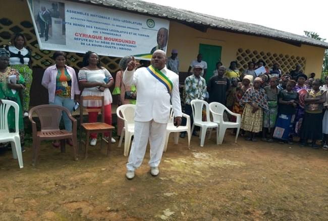 Compte rendu parlementaire : L'honorable Cyriaque Moukoundzi face aux populations de Mbigou