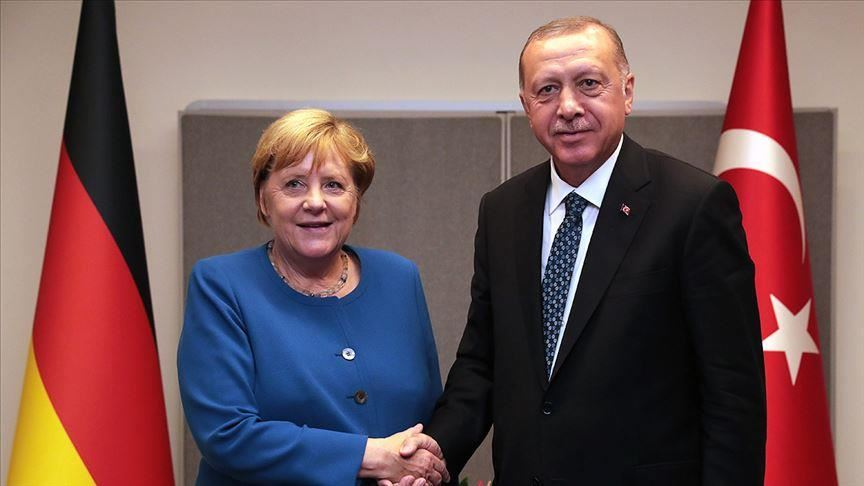 Erdogan et Merkel appellent à consolider la trêve en Libye