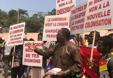 Cameroun: les propos du président Macron continuent de faire des vagues