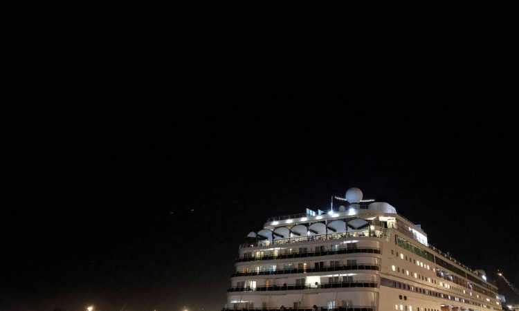 Coronavirus: plus de 1.700 personnes bloquées sur un bateau de croisière au Cap