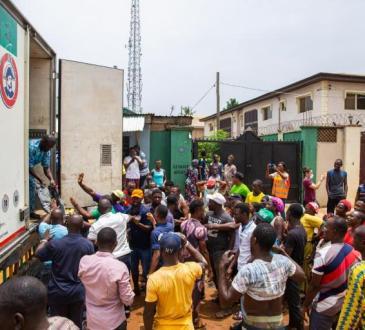Dans les quartiers pauvres de Lagos, «ils vont nous laisser crever de faim»