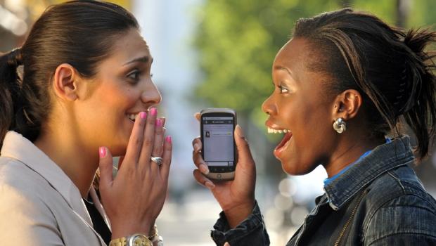 telephone cadeau - Téléphonie mobile : Plus de 100 milliards de francs de chiffre d'affaires en 6 mois