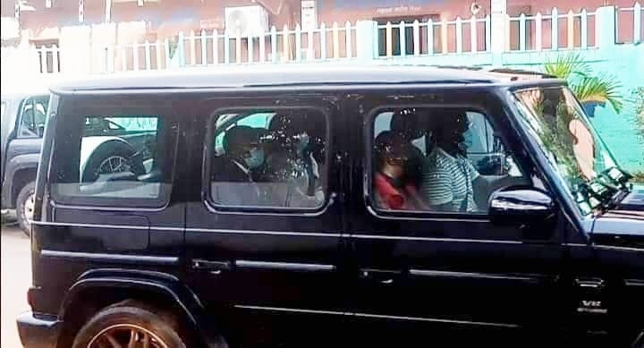 2020 11 05 at 08.45.14 - Gabon | Ali Bongo Ondimba | Sortie grotesque dans les rues défoncées de la capitale : une maladroite tentative de redorer son blason.