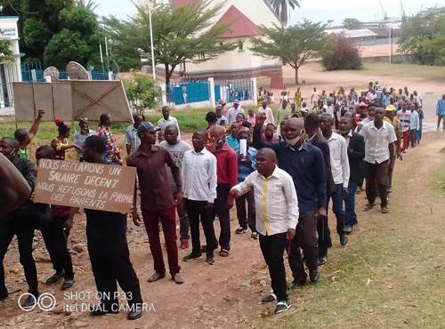 7sur7.cd : « RDC-Paie des enseignants : 5 hauts responsables du ministère de l'EPST parmi les responsables du présumé détournement de près de 62 milliards de FC (IGF) »