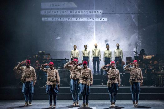Vol du boli soldats 524x349 - «Le vol du Boli»: l'opéra-spectacle qui chante 800 ans d'histoire africaine