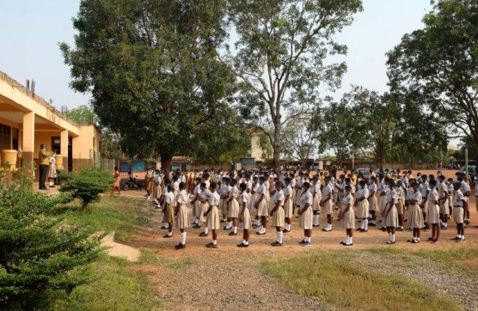 Au Ghana, les élèves reprennent le chemin de l'école après 10 mois d'interruption