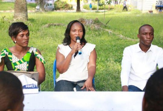 Legislatives 2021 a Cocody la candidate independante Sabine Kouakou - Législatives 2021 à Cocody : la candidate indépendante Sabine Kouakou échange avec la jeunesse au Campus de Cocody