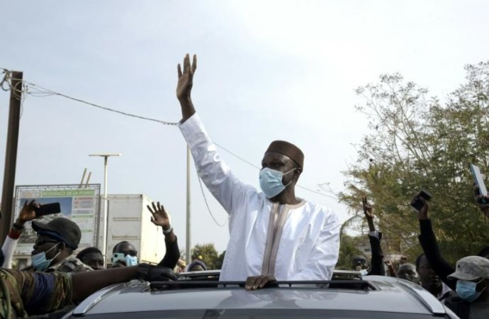 Sénégal: la justice maintient le principal opposant en garde à vue