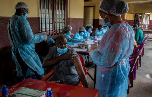 Ebola: la Sierra Leone va vacciner les soignants près de la frontière guinéenne