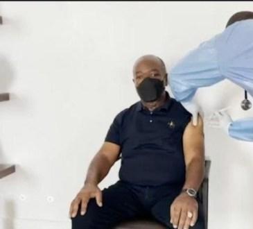 Vaccination contre le Covid 19Le couple presidentiel gabonais recoit sa deuxieme - Vaccination contre le Covid-19:Le couple présidentiel gabonais reçoit sa deuxième dose