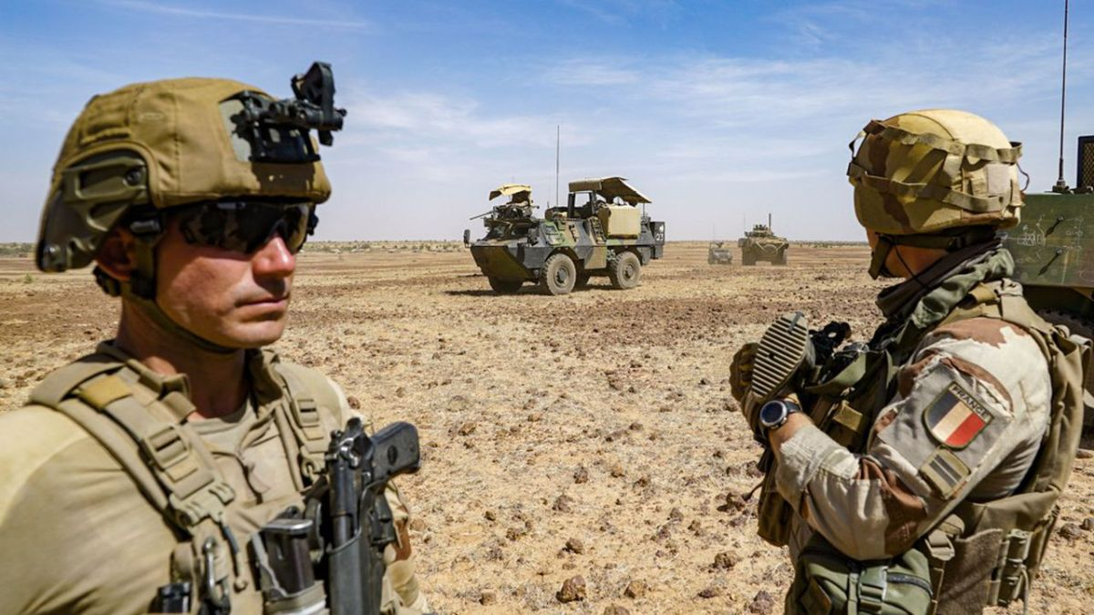 Après un '2e' coup d'État, la France suspend en partie sa coopération militaire avec le Mali
