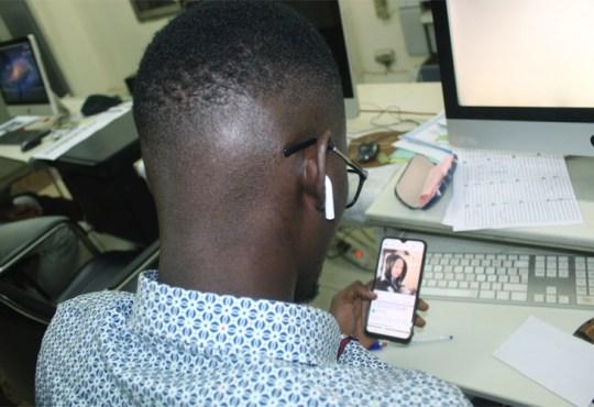Addiction aux outils technologiques: La tête dans l'écran