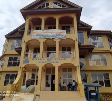 COVID-19 à Butembo : les agents de l'ordre sensibilisent la population sur le port du cache-nez