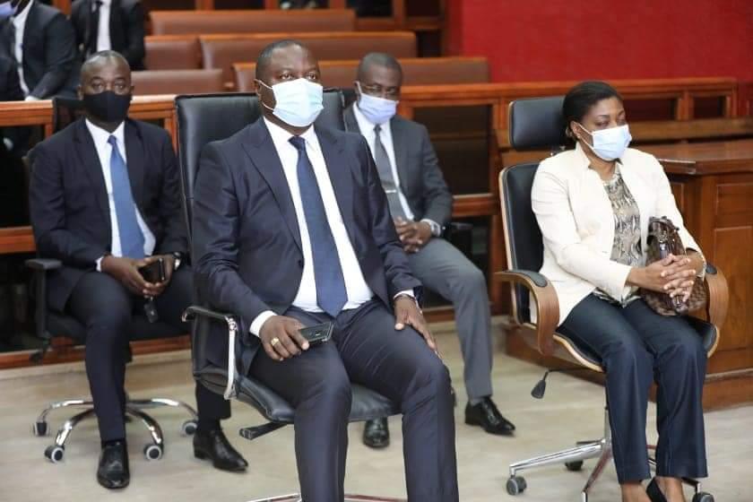Tribunal de Libreville - Serge Olivier Nzikoue – Cérémonie de prestation de serment - A gauche, assit devant à côté de la dame en veste blanche, Monsieur le ministre des transports du Gabon, M. Brice Constant Paillat.