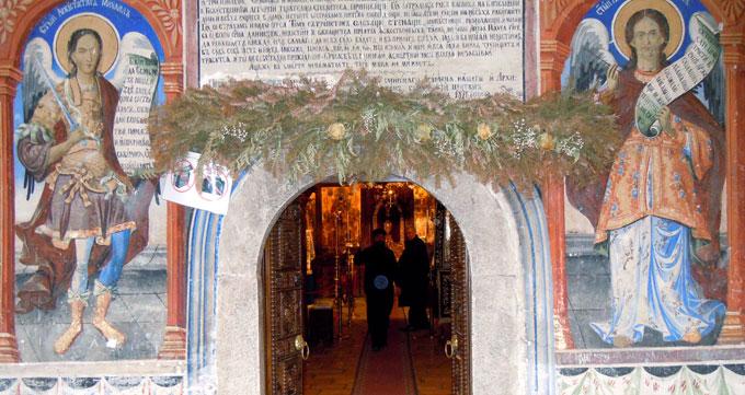Le monastère de San Jovan, au coeur des montagnes