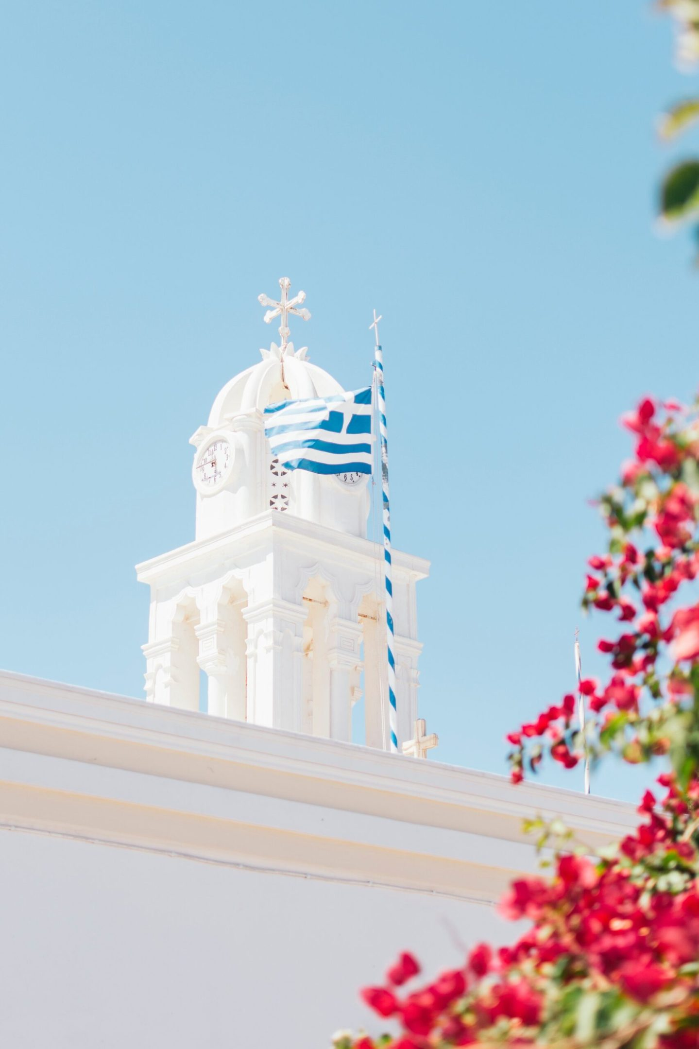photogenic place in Santorini with pink flowers