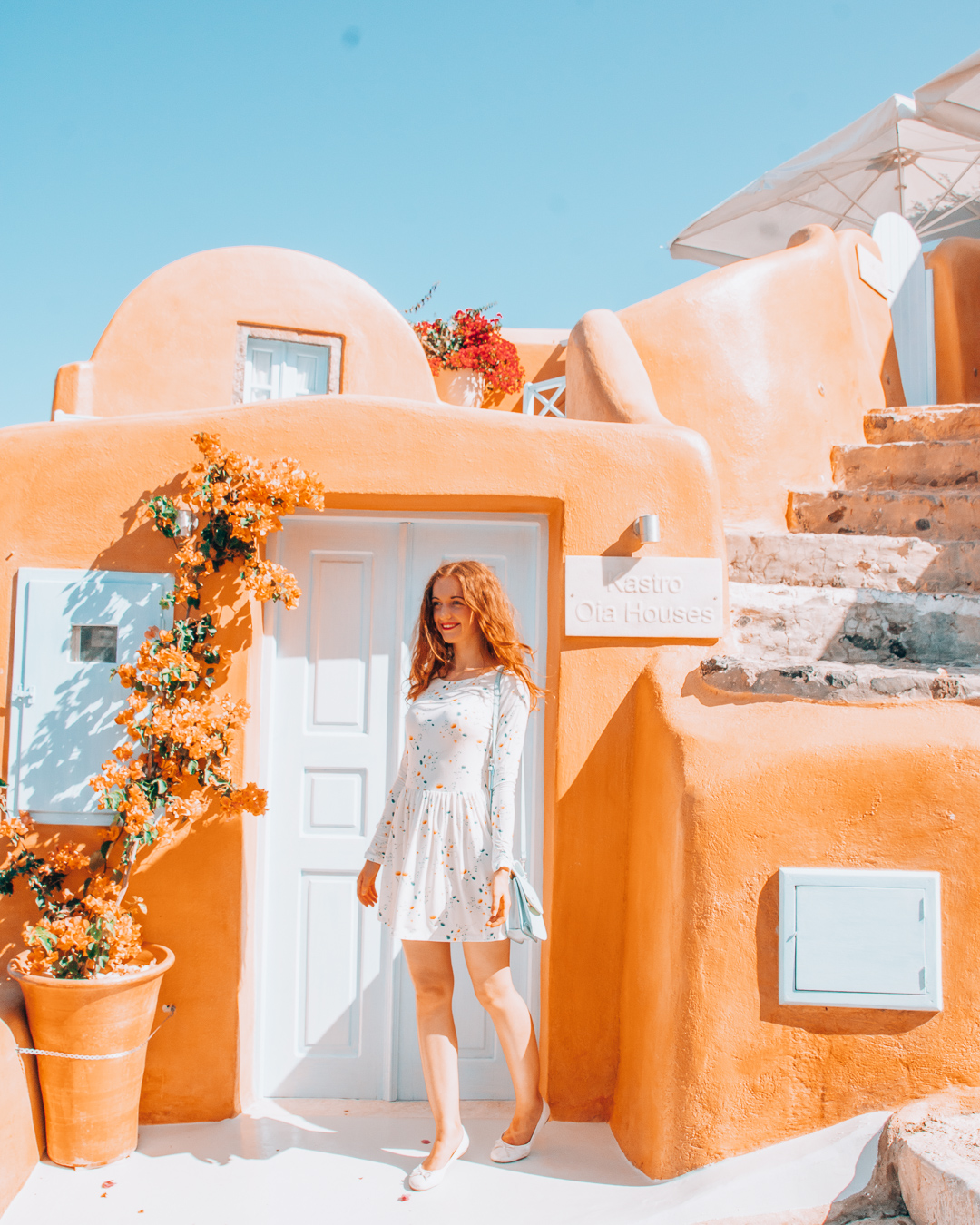 HAPPY GIRL IN FRONT OF THE KASTRO OIA HOUSES