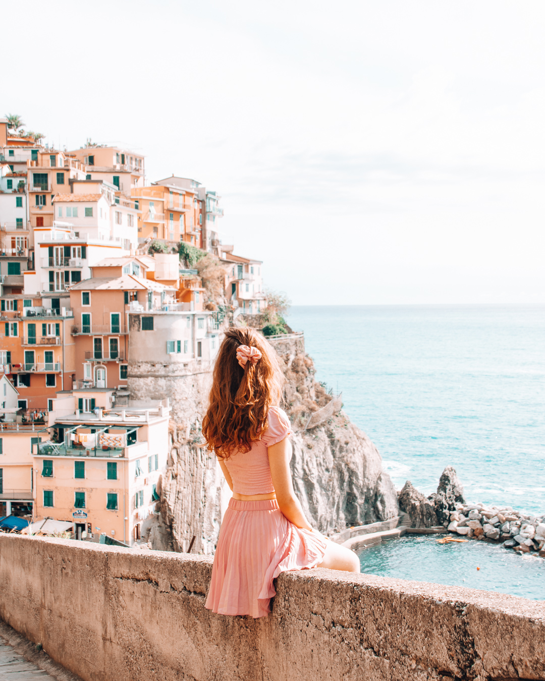 Railing, colourful houses and a girl in Manarola