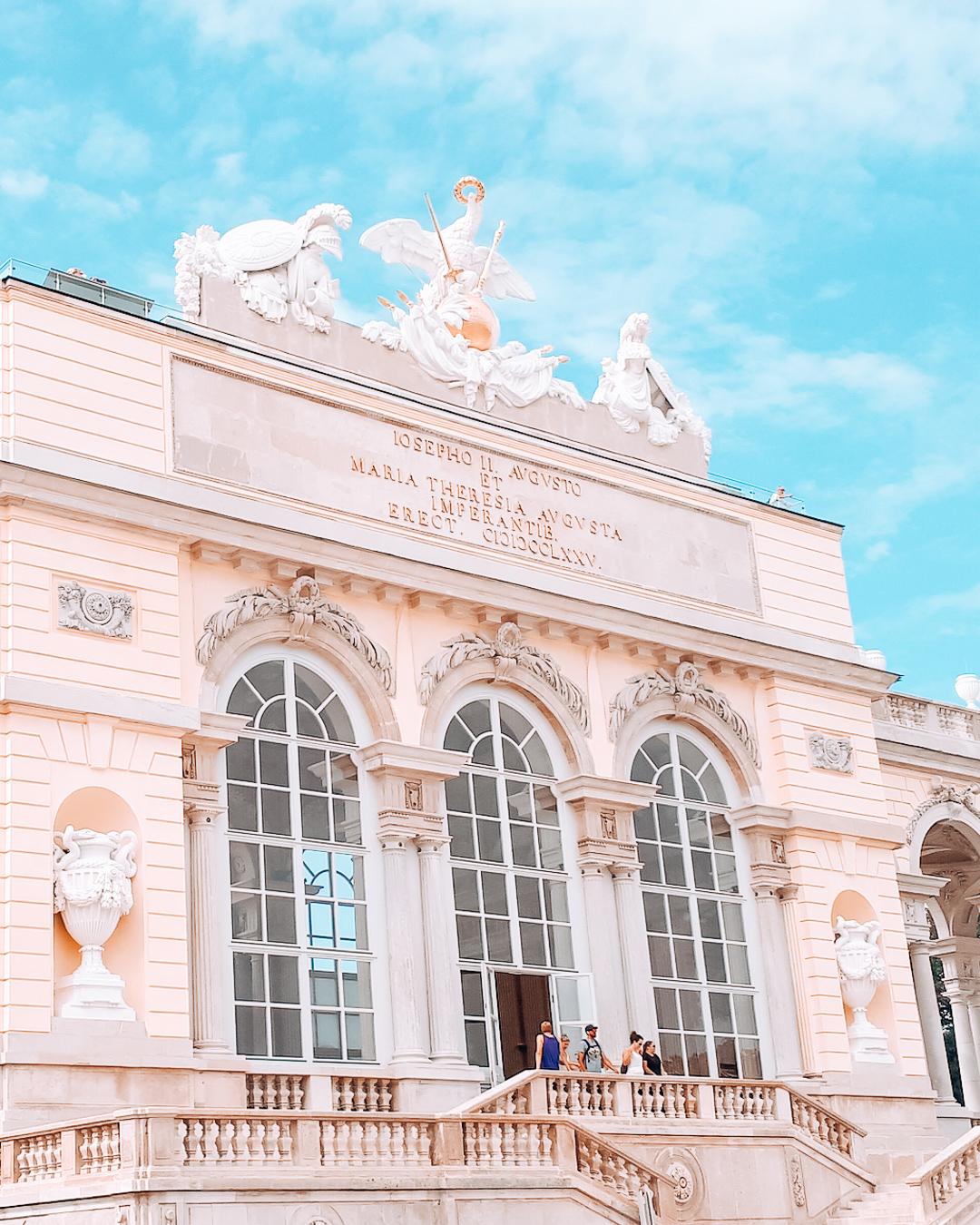 Building in the Schönbrunn gardens