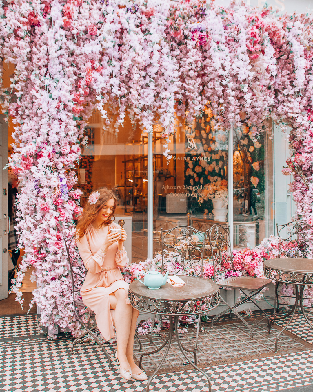 Coffee at a pretty cafe in London with pink flowers