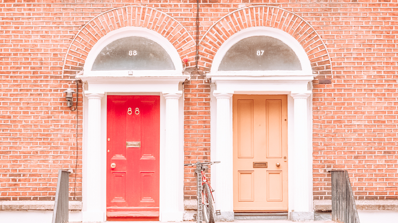 Instagrammable doors in Dublin that are red and yellow