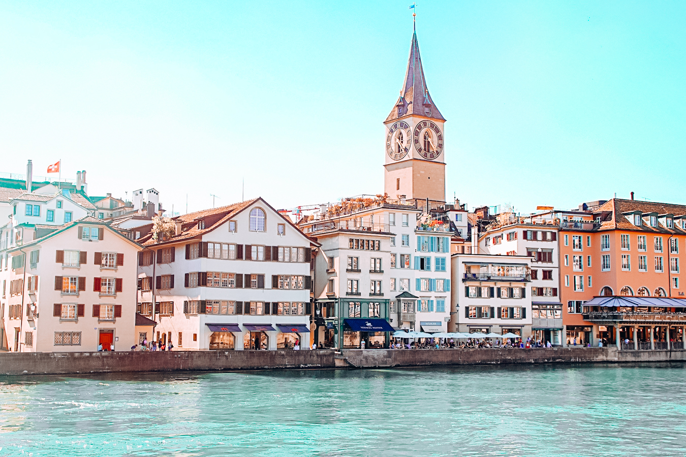A beautiful view of buildings at Lake Zürich in Switzerland