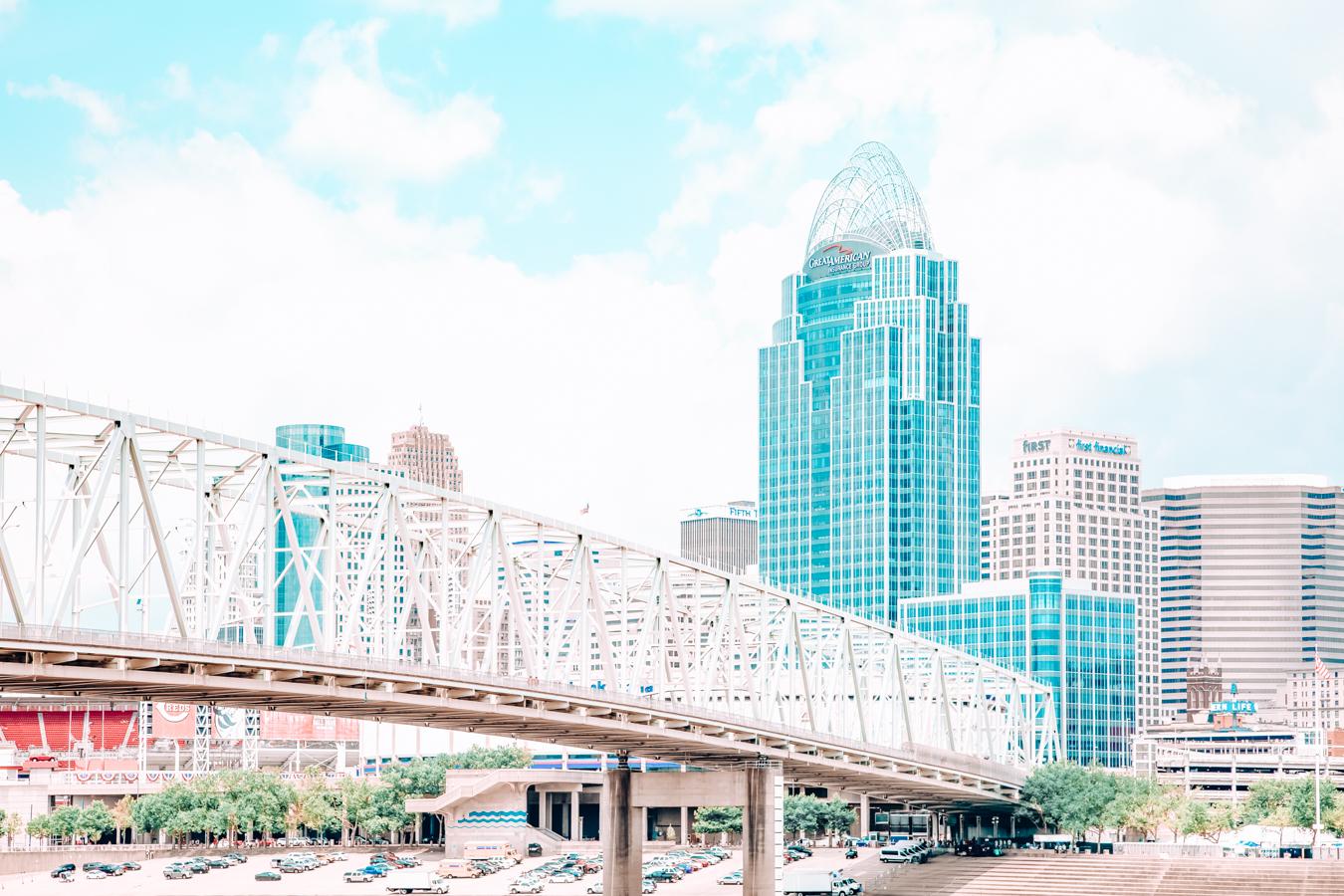 Bridge and building in Cincinnati