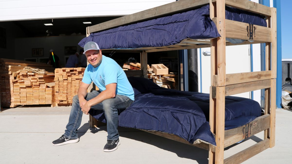 He Quit His High Paying Job To Build Beds For Kids Who Sleep On The Floor Cnn