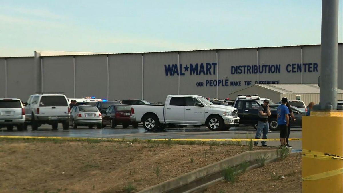 Walmart Center Shooting Gunman Kills One Employee Before Police Fatally Shoot Him Cnn