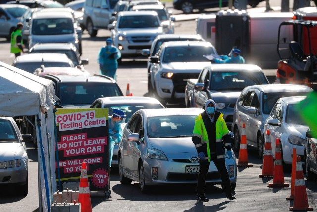 Cars queue at a Covid-19 test center in Auckland, New Zealand, on August 13.