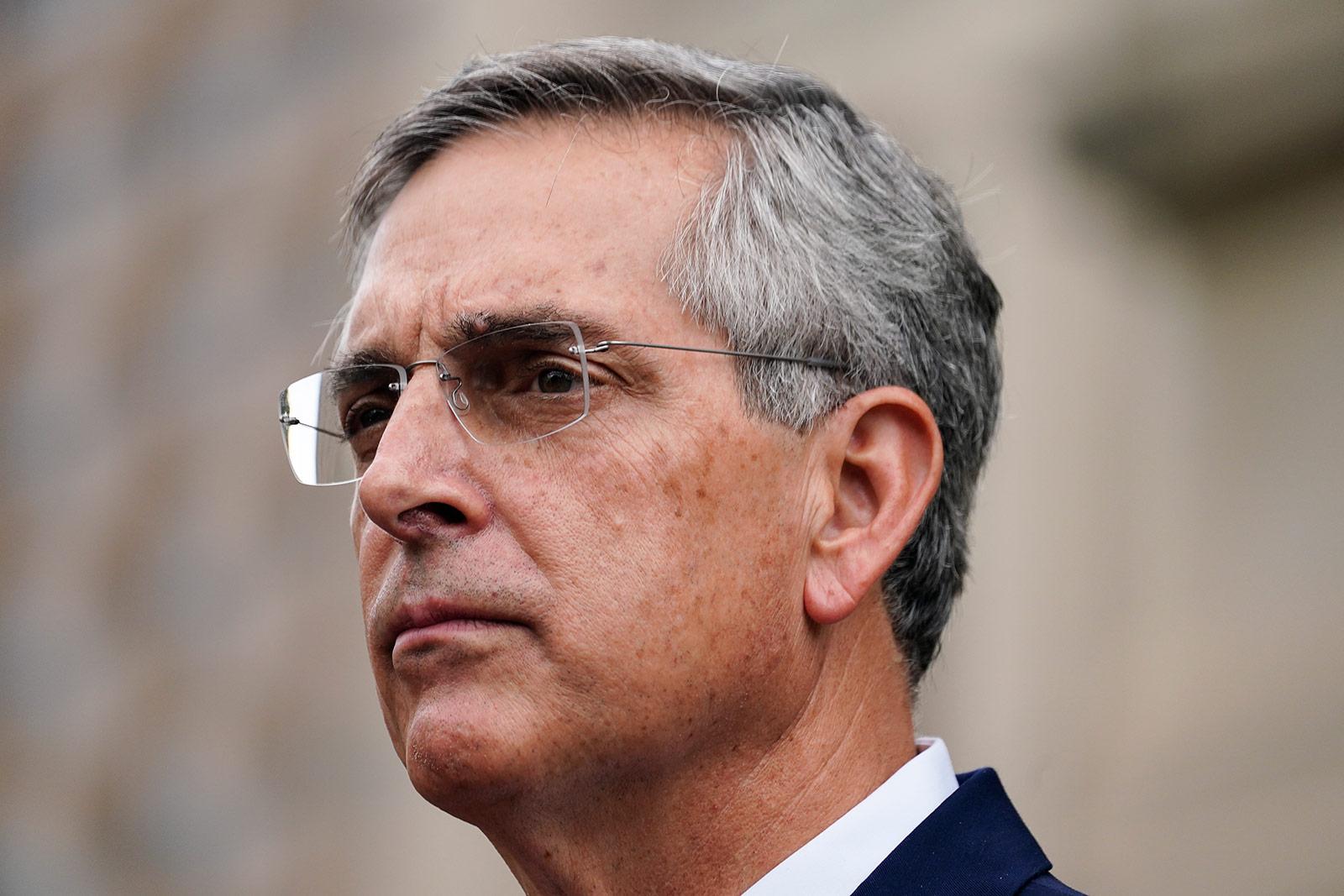 Brad Raffensperger รัฐมนตรีต่างประเทศจอร์เจียเข้าร่วมการแถลงข่าวที่แอตแลนตาเมื่อวันที่ 11 พฤศจิกายน