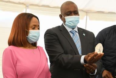 Botswana President Mokgweetsi Masisi holds the diamond as First Lady Neo Jane Masisi looks on.