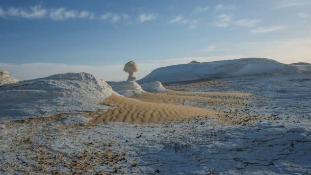 砂漠には珍しい層があります。