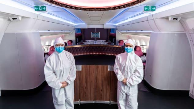 Qatar Airways - Nuevos trajes de EPP para la tripulación de cabina