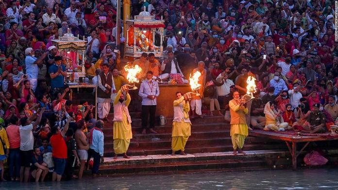 Mass religious festival takes place in India despite Covid fears